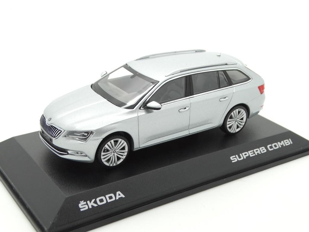 Skoda Superb Kombi III Modellauto Miniatur 1:43 silber MVF65-803