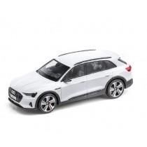 Audi e-tron Modellauto Miniatur 1:43 Gletscherweiß weiß