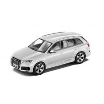 Audi Q7 4M Modellauto 1:43 Modell 2015 Gletscherweiß