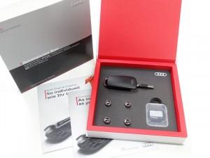 Original Audi Geschenkbox USB Stick 8GB+ SD Karte16 GB + Ventilkappen